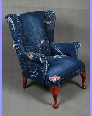 Stoelen bekleden met oude spijkerbroeken for Stof om stoel te bekleden