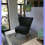Cocktailstoel zwart kunstleer (te koop)